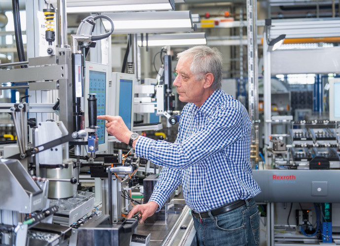 "Bosch ConnectedWorld IoT conference in Berlin Bosch combines ""Industrie 4.0"" platform and Industrial Internet Consortium standards for the first time"