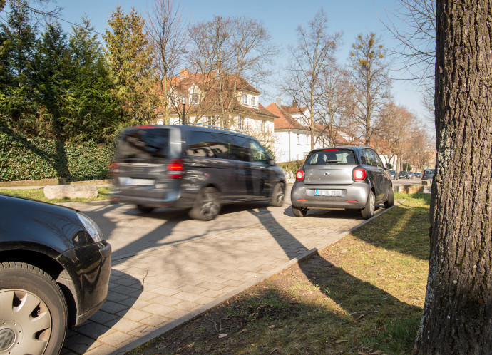 Community-based parking helps drivers navigate straight to a suitable parking space
