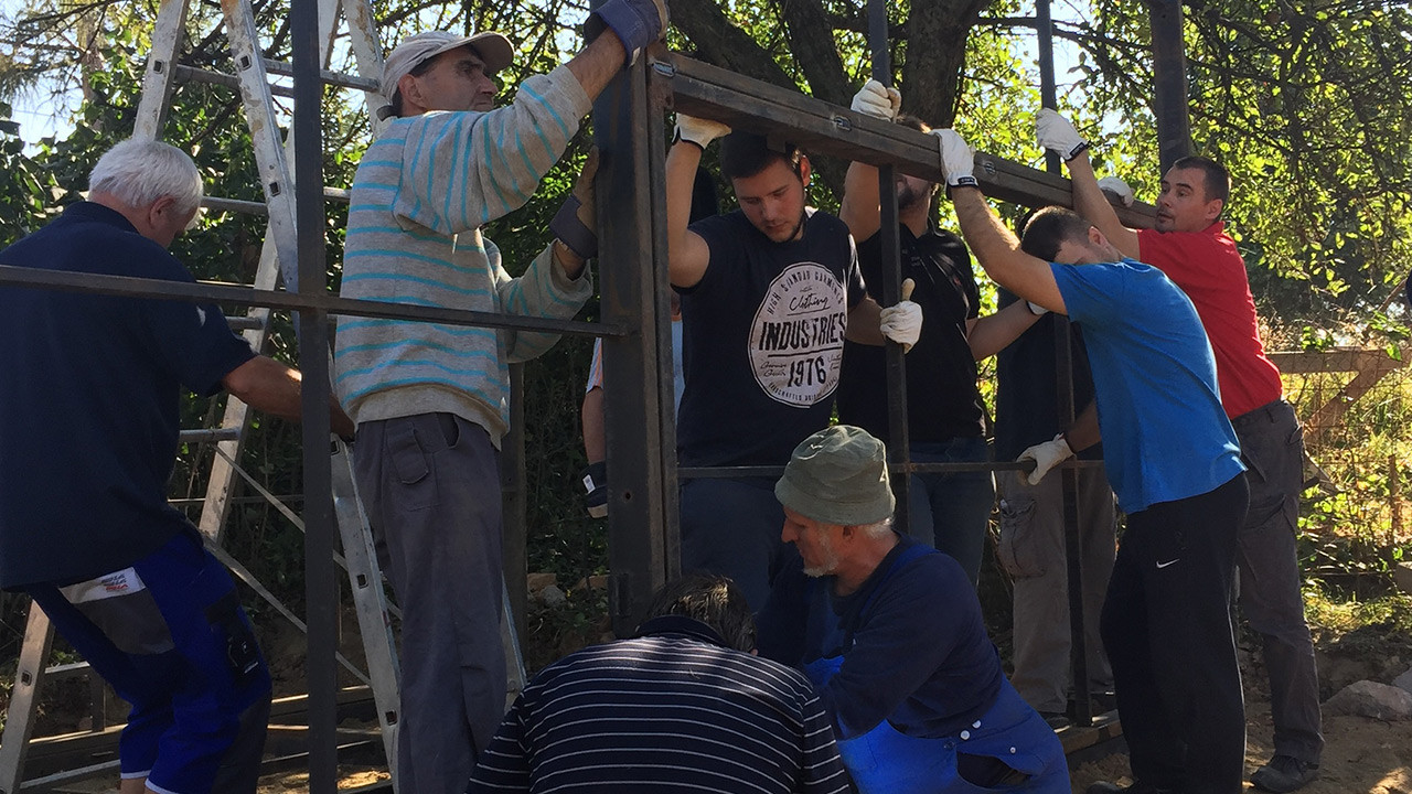 Bosch workers in Miskolc lend a helping hand in team building project